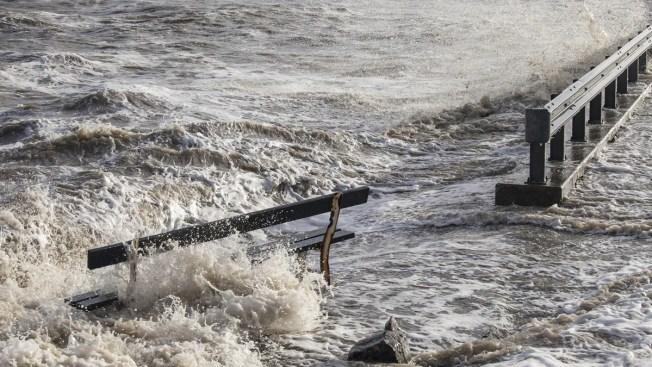 Inundaciones matan a embarazada y sus dos hijos