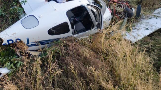 Madre y bebé sobreviven a accidente aéreo