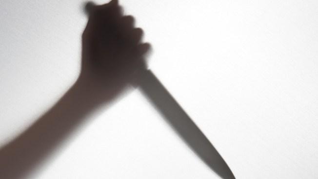 Mata a puñaladas a su padre en un restaurante