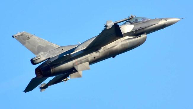 Avión cazabombardero choca contra avioneta