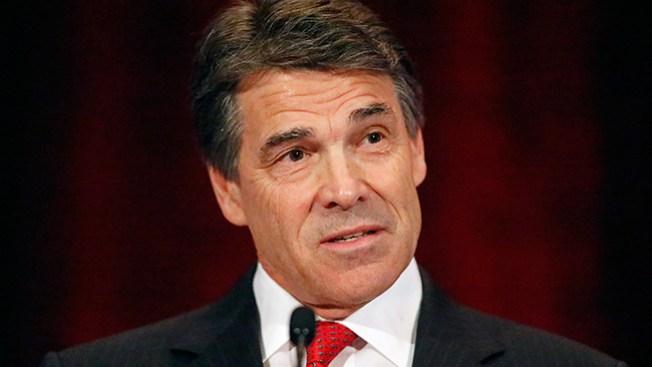 Acusan a Rick Perry de abuso de poder