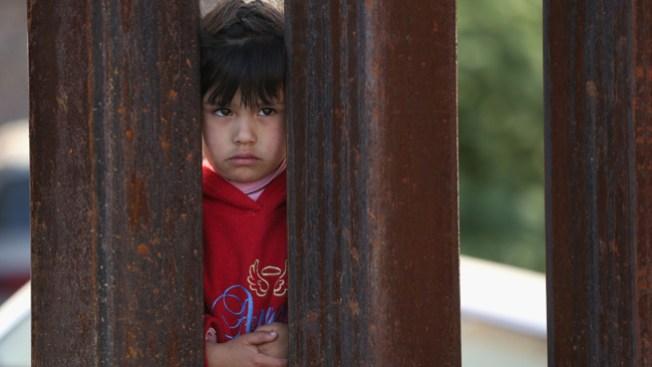 Niños migrantes saturan albergues