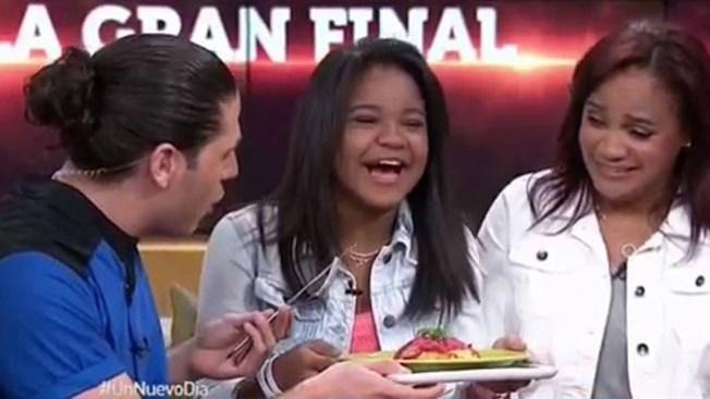 Amanda Mena celebra con un mangú
