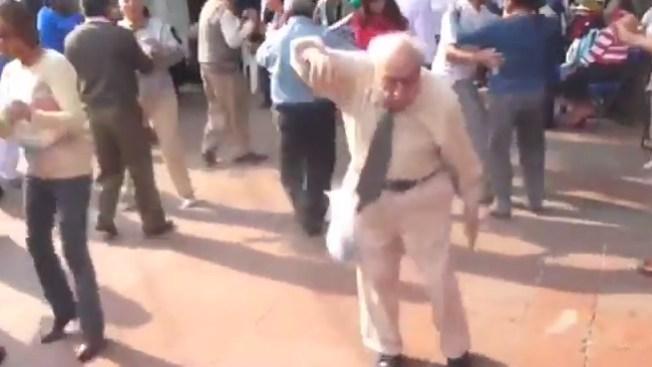 Furor por baile apasionado de anciano