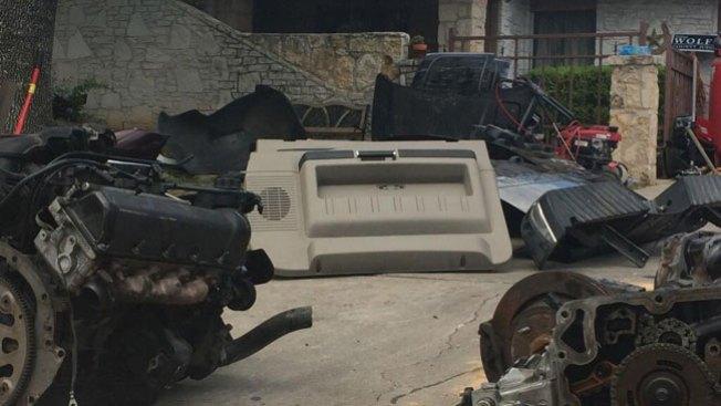 Policía encuentra partes de auto robadas