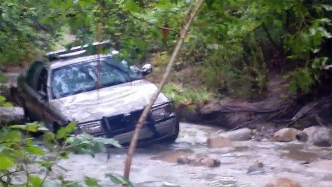 Policía desaparecida tras inundaciones