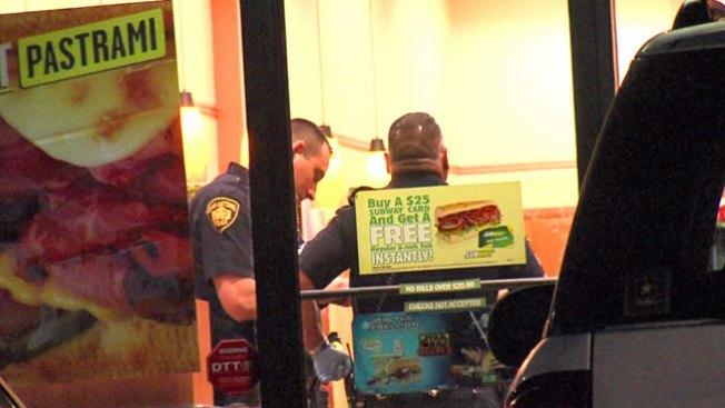 Cliente usa pistola para detener robo