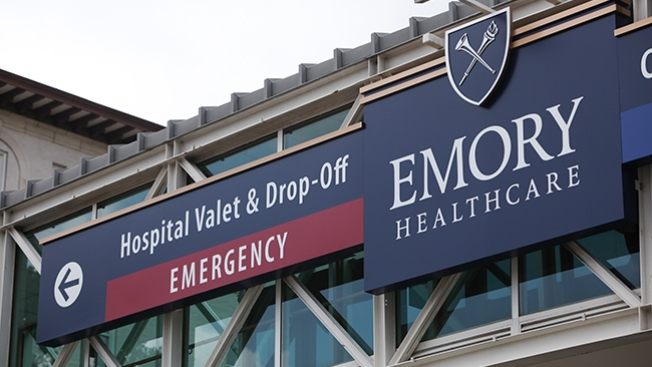 Enfermera con ébola llega al hospital
