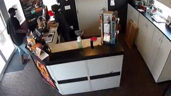 Video: brutal puñetazo a embarazada