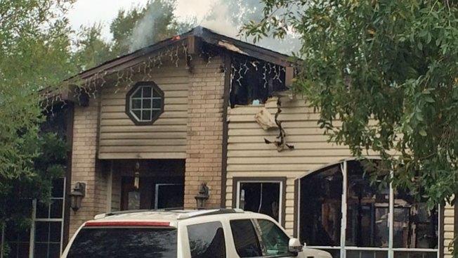 Incendio envía dos personas al hospital