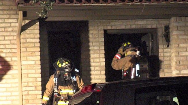 Mujer hospitalizada tras fuerte incendio