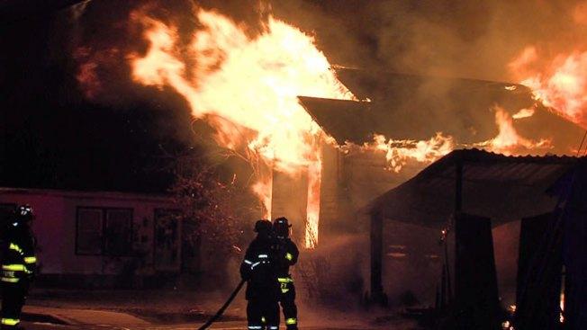 Casa destruida por incendio en minutos