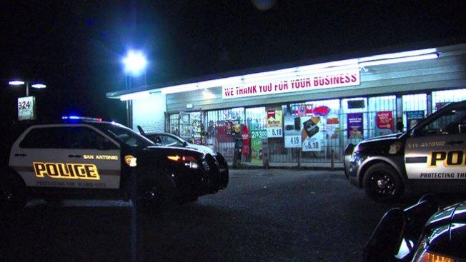 Ladrón roba tienda a punta de pistola