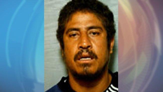 Hombre acusado de apuñalar a su esposa