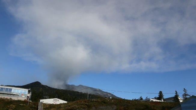 Japón: Hallan más muertos del volcán