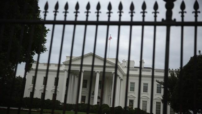 Casa Blanca: Vuelven a saltarse la valla