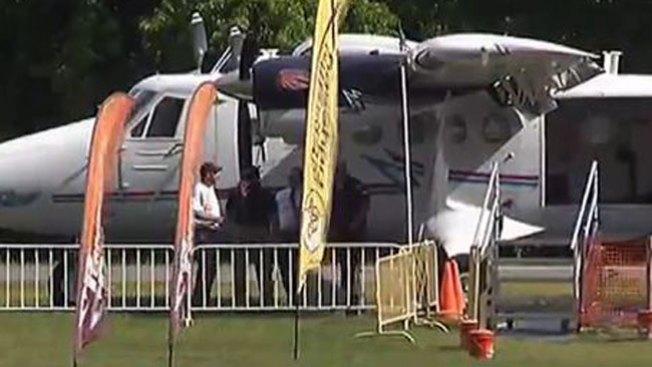 Paracaidista se estrella contra el suelo