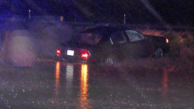 Conductores rescatados tras tormentas