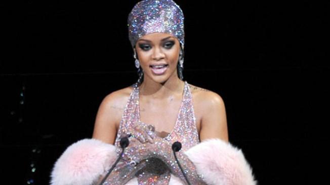 Rihanna: Furor por el polémico vestido