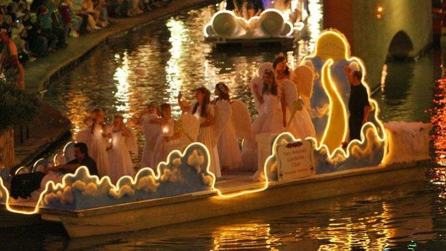 Desfile navideño en el Paseo del Río