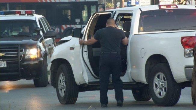 Policía fuera de servicio arrolla a hombre