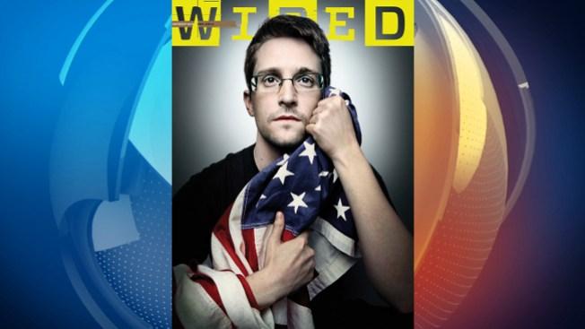Snowden aparece abrazando bandera