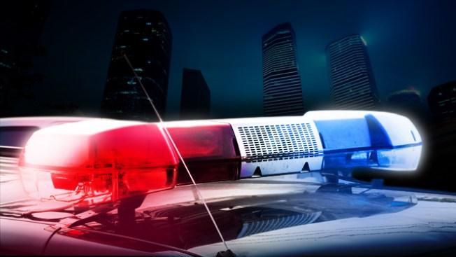 Policía amenaza inmigrante de muerte