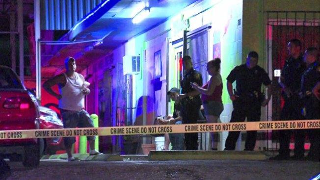 Muerto a tiros en su auto afuera de bar
