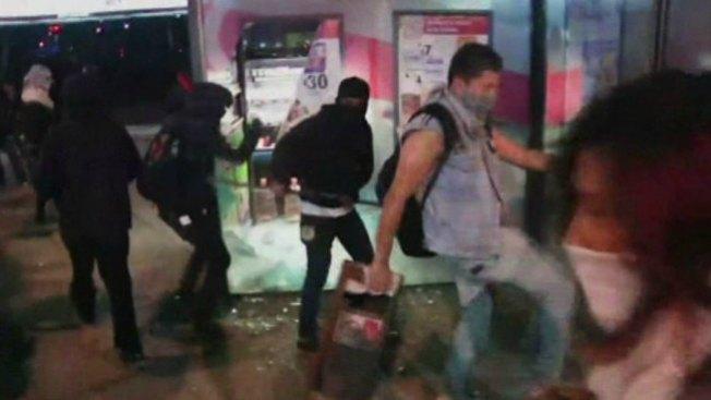 México: vándalos empañan protesta