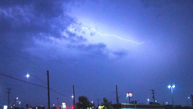 Miles sin electricidad tras tormentas