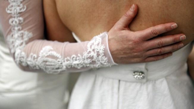 No minifaldas, no bodas homosexuales