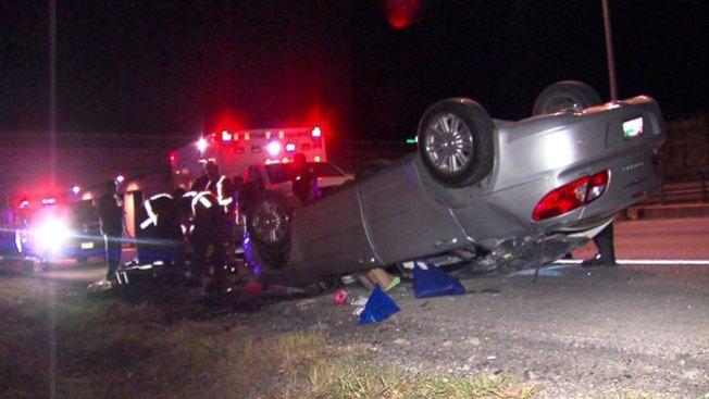 Mujer pierde el control y cae de autopista