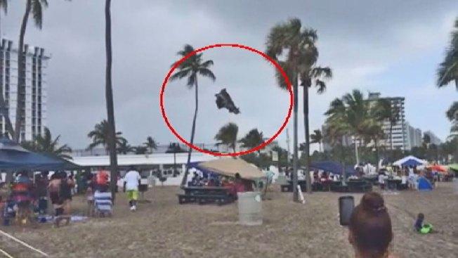 Castillo inflable sale volando: 3 niños heridos