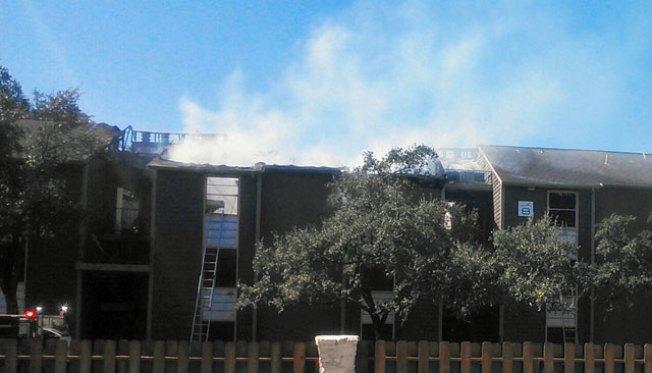 SAFD combate incendio en apartamentos