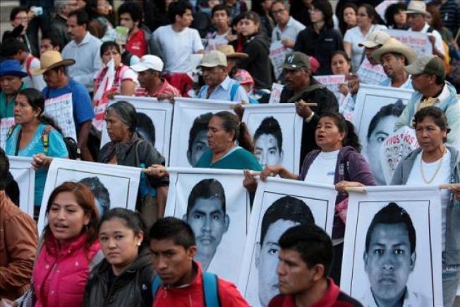 Miles marchan en apoyo a desaparecidos