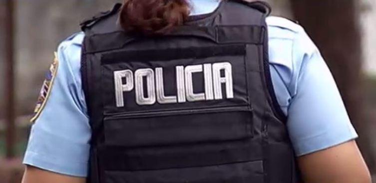 Mujer impacta poste en Arecibo